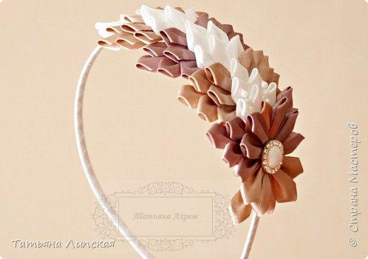 Всем привет! В продолжение к предыдущему посту, где я показывала как сделать цветы из узкой ленты http://stranamasterov.ru/node/1021511, сегодня хочу поделиться с вами мастер-классом композиции на ободок из таких же лепестков.  фото 3