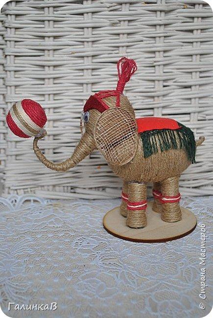 К нам приехал цирк! Вот такой слоник вышел у меня снова из пенопластового яйца и джута. фото 2