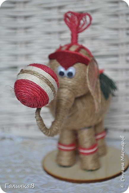 К нам приехал цирк! Вот такой слоник вышел у меня снова из пенопластового яйца и джута. фото 4