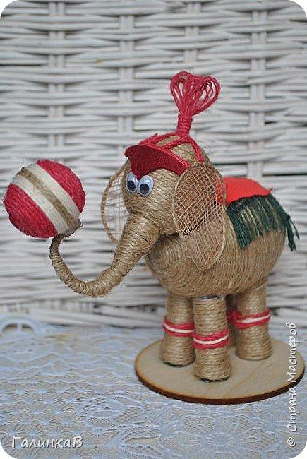 К нам приехал цирк! Вот такой слоник вышел у меня снова из пенопластового яйца и джута. фото 1