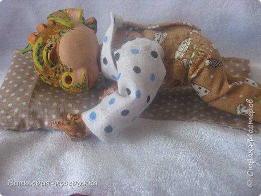 Дочка, разглядывая фотографии моих кукол, спросила, указывая пальцем на моего Дракона:«А как он выглядел, когда был маленьким?» И так появился малыш, написан стишок и создан блог.. Приятного просмотра))))  фото 4