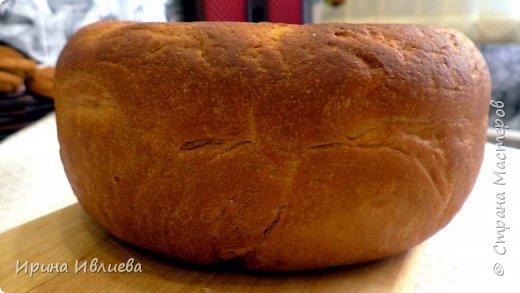 """Добрый день жители страны!  Белый хлеб (хлебушек) в мультиварке *********************************************************** Ингредиенты к рецепту """"Белый хлеб в мультиварке"""":  1 пакетик сухих дрожжей; 900 грамм муки; 500 миллилитров теплого молока или воды; 1 неполная столовая ложка манной крупы; Подсолнечное масло; 1 столовая ложка сахара.  Испеките в мультиварке вкусный домашний белый хлеб, ведь это так просто сделать. Вы замешиваете тесто по рецепту, кладете его в чашу, мультиварка испечет хлеб без вашего присмотра.  1. Растворяем в теплой воде дрожжи, добавляем соль и сахар, перемешиваем.  2. Просеиваем муку и манную крупу, добавляем дрожжевую смесь.  3. Добавляем несколько столовых ложек подсолнечного масла и теплого молока.  4. Замешиваем эластичное, мягкое тесто.  5. Накрываем тесто бумажным полотенцем, ставим на один час в теплое место.  6. По истечении времени снова разминаем тесто, формируем шар из него, кладем в смазанную маслом чашу мультиварки.  7. Включаем на 10 минут режим *подогрев*, потом отключаем мультиварку, даем хлебушку 40 минут подняться.  8. Выпекаем белый хлеб 60 минут в режиме *выпечка*, в мультиварке с одной стороны и 40 минут с другой.   Приятного аппетита!  ВКУСНОЕ МЕНЮ предлагает только проверенные домашние рецепты с пошаговым приготовлением.   Подписаться на мой канал и не пропустить вкусный рецепт ЗДЕСЬ: http://www.youtube.com/user/irinaivlieva"""