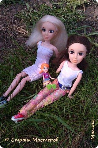 """Всем привет! мы с подругой однажды подумали-""""почему все фотографируют кукол на улице,а мы нет? мы тоже хотим"""" И пошли мы на выходных гулять. вот что из этого вышло... (слева Алла-кукла у подруги,справа - Лина у меня) фото 1"""