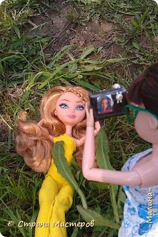 """Всем привет! мы с подругой однажды подумали-""""почему все фотографируют кукол на улице,а мы нет? мы тоже хотим"""" И пошли мы на выходных гулять. вот что из этого вышло... (слева Алла-кукла у подруги,справа - Лина у меня) фото 2"""