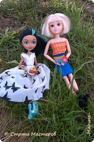 """Всем привет! мы с подругой однажды подумали-""""почему все фотографируют кукол на улице,а мы нет? мы тоже хотим"""" И пошли мы на выходных гулять. вот что из этого вышло... (слева Алла-кукла у подруги,справа - Лина у меня) фото 3"""