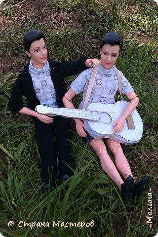 """Всем привет! мы с подругой однажды подумали-""""почему все фотографируют кукол на улице,а мы нет? мы тоже хотим"""" И пошли мы на выходных гулять. вот что из этого вышло... (слева Алла-кукла у подруги,справа - Лина у меня) фото 4"""