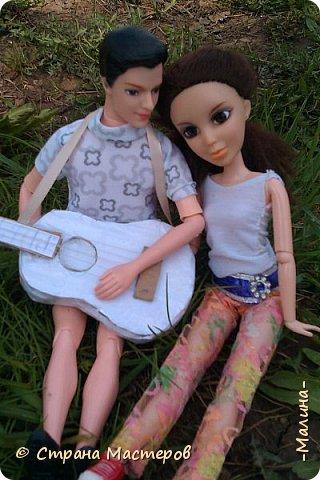 """Всем привет! мы с подругой однажды подумали-""""почему все фотографируют кукол на улице,а мы нет? мы тоже хотим"""" И пошли мы на выходных гулять. вот что из этого вышло... (слева Алла-кукла у подруги,справа - Лина у меня) фото 5"""