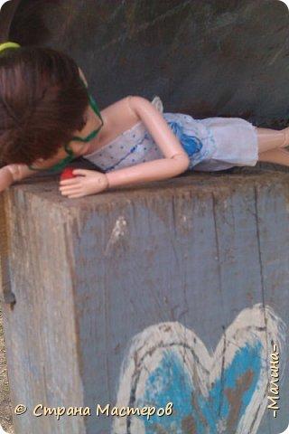 """Всем привет! мы с подругой однажды подумали-""""почему все фотографируют кукол на улице,а мы нет? мы тоже хотим"""" И пошли мы на выходных гулять. вот что из этого вышло... (слева Алла-кукла у подруги,справа - Лина у меня) фото 8"""