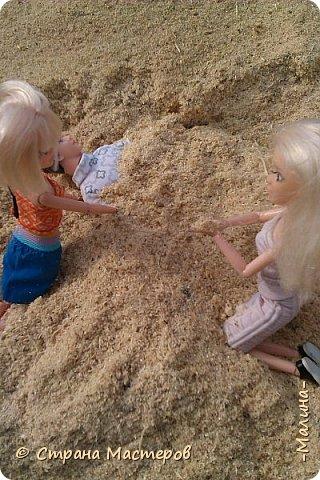 """Всем привет! мы с подругой однажды подумали-""""почему все фотографируют кукол на улице,а мы нет? мы тоже хотим"""" И пошли мы на выходных гулять. вот что из этого вышло... (слева Алла-кукла у подруги,справа - Лина у меня) фото 11"""