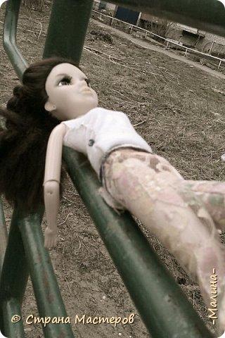 """Всем привет! мы с подругой однажды подумали-""""почему все фотографируют кукол на улице,а мы нет? мы тоже хотим"""" И пошли мы на выходных гулять. вот что из этого вышло... (слева Алла-кукла у подруги,справа - Лина у меня) фото 12"""