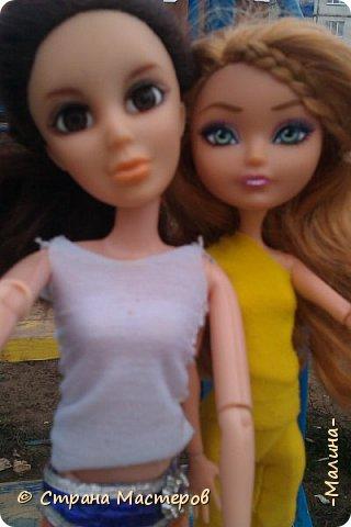 """Всем привет! мы с подругой однажды подумали-""""почему все фотографируют кукол на улице,а мы нет? мы тоже хотим"""" И пошли мы на выходных гулять. вот что из этого вышло... (слева Алла-кукла у подруги,справа - Лина у меня) фото 13"""