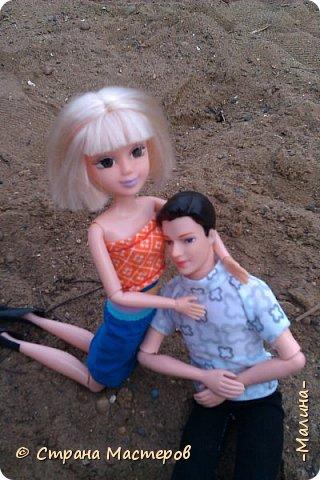 """Всем привет! мы с подругой однажды подумали-""""почему все фотографируют кукол на улице,а мы нет? мы тоже хотим"""" И пошли мы на выходных гулять. вот что из этого вышло... (слева Алла-кукла у подруги,справа - Лина у меня) фото 15"""