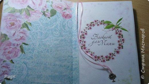 Блокнот делала маме. Очень захотелось подарить просто так, потому что весна и цветет вишня. Странички сакура брала в инете. Остальное вдохновение. фото 4