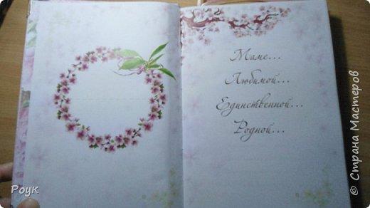 Блокнот делала маме. Очень захотелось подарить просто так, потому что весна и цветет вишня. Странички сакура брала в инете. Остальное вдохновение. фото 5