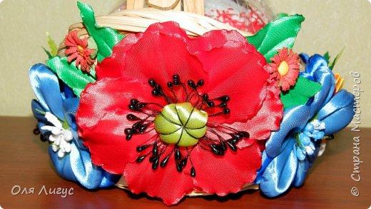 Украшение ПАСХАльной корзины цветами Канзаши фото 2