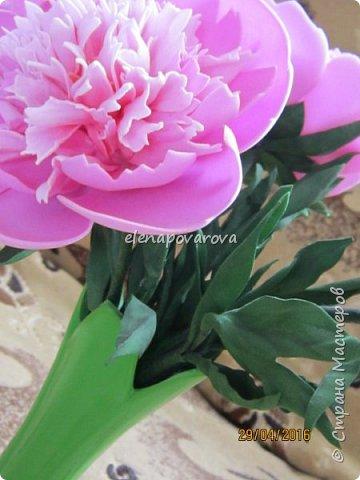 """Добрый день!  На просторах интернета находила чудесные букетики с цветами из фоамирана,но """"руки как то не доходили"""" их сделать. Наступила зима и встал вопрос чем же заняться долгими вечерами,тут то я и решилась на эти цветы  фото 3"""