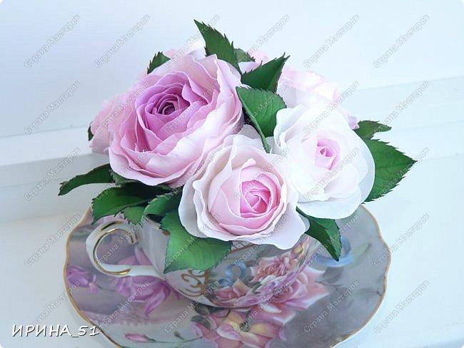 Здравствуйте! Рада Вас видеть у себя в гостях!  Композиция в чашечке выполнена в подарок, с благодарностью от меня, одному хорошему человеку. И уже сегодня вечером она будет подарена.  Розы выполнены из зефирного фома, листья из иранского фома.  Приглашаю к просмотру.  фото 9