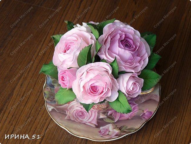 Здравствуйте! Рада Вас видеть у себя в гостях!  Композиция в чашечке выполнена в подарок, с благодарностью от меня, одному хорошему человеку. И уже сегодня вечером она будет подарена.  Розы выполнены из зефирного фома, листья из иранского фома.  Приглашаю к просмотру.  фото 4