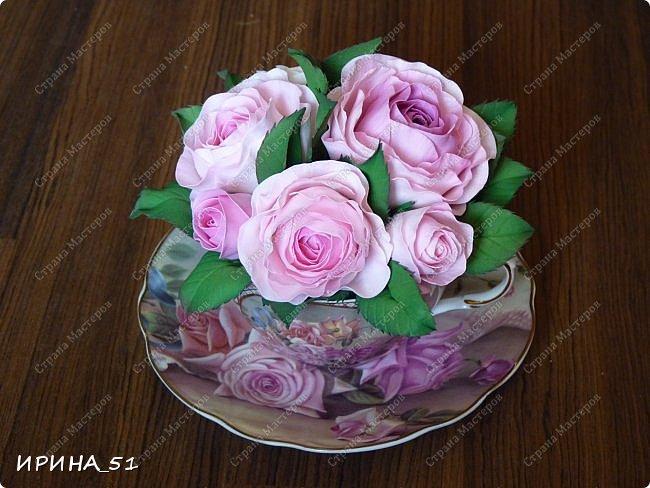 Здравствуйте! Рада Вас видеть у себя в гостях!  Композиция в чашечке выполнена в подарок, с благодарностью от меня, одному хорошему человеку. И уже сегодня вечером она будет подарена.  Розы выполнены из зефирного фома, листья из иранского фома.  Приглашаю к просмотру.  фото 3