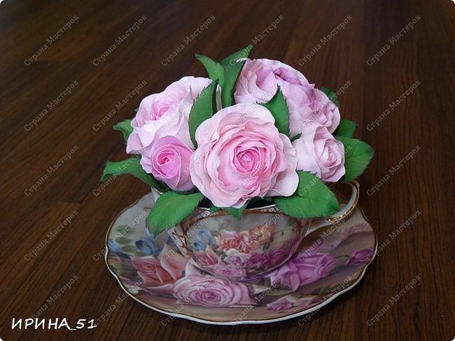 Здравствуйте! Рада Вас видеть у себя в гостях!  Композиция в чашечке выполнена в подарок, с благодарностью от меня, одному хорошему человеку. И уже сегодня вечером она будет подарена.  Розы выполнены из зефирного фома, листья из иранского фома.  Приглашаю к просмотру.  фото 2