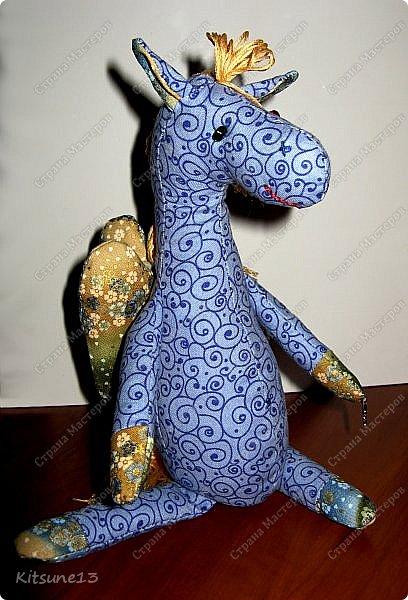 """Доброе утро жители Страны. Для племяшки, которая обожает лошадей, пошила ангела-хранителя Лошадь.  Использовала готовый набор для создания текстильной куклы """"Пегас"""" фирмы """"Перловка"""". Грива, хвост украшены бубенчиками, в руке ангел держит подкову - на счастье.  Рост - 29.5 см фото 1"""