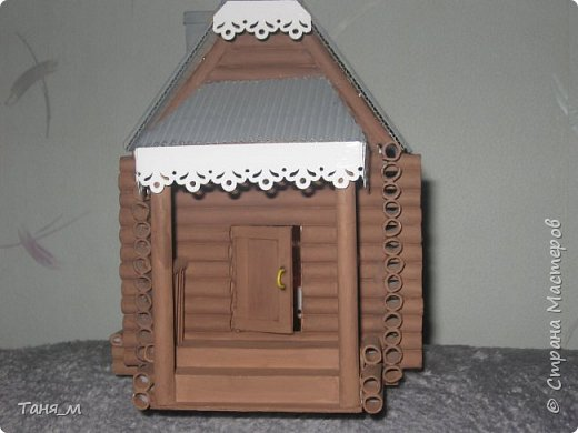Дом сделан из бумажных трубочек. Размер домика вместе с крылечком 30 на 17. Включается свет выключателем. фото 4
