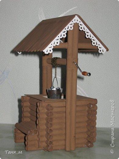 Дом сделан из бумажных трубочек. Размер домика вместе с крылечком 30 на 17. Включается свет выключателем. фото 5