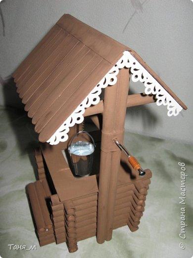 Дом сделан из бумажных трубочек. Размер домика вместе с крылечком 30 на 17. Включается свет выключателем. фото 9