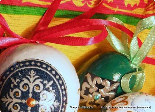 Пасхальные декоративные яйца. Изготовление петли для подвешивания на ленте яйца из пенопласта. фото 13