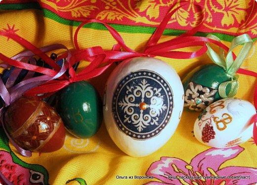 Пасхальные декоративные яйца. Изготовление петли для подвешивания на ленте яйца из пенопласта. фото 14