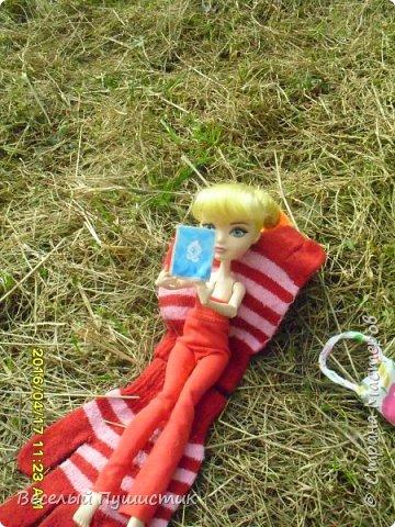 """Всем привет! Апрель уже подходит к концу, и я решила вспомнить, как недели две назад мы ездили на первый в этом году пикник, в село Луговое, а заодно и показать фотографии. Для этой поездки я сделала красный комбинезон без рукавов, а чтобы этот наряд не выглядел чересчур """"дискотечным"""" с собой я взяла снуд, который я уже показывала ранее в этом http://stranamasterov.ru/node/954526 блоге. Было очень светло и фотографии получились очень солнечными. Итак, Поехали! фото 12"""