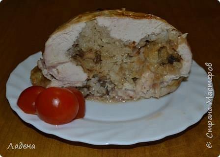 Здравствуйте, уважаемые гости. Сегодня я к вам с простым и универсальным рецептом приготовления куриного рулета, для которого достаточно просто купить тушку цыплёнка и выбрать начинку по вкусу. Готовлю такие рулетики часто и с крупами как для горячего, так и с овощами для холодного вида блюда. Блюдо прекрасно походит и на каждый день, так и для праздничного стола и просто в виде мяса для бутербродов. фото 1