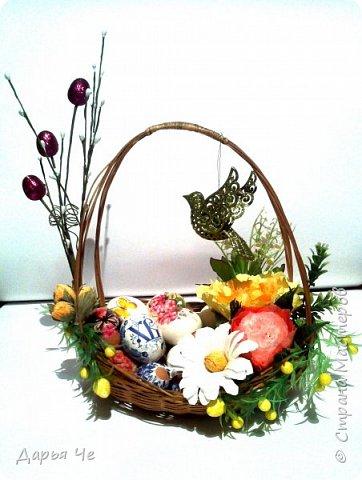Поздравляю всех со светлым праздником. С Пасхой!!! Такую корзиночку собрала для наших пасхальных яиц, делала из того, что было на рабочем столе. Цветы использовала учебные, надо было куда-то использовать, естественно не заказчикам отдавать, пустила их в дело для своих. фото 1