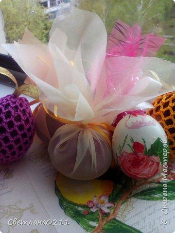 Всех с праздником! Христос воскресе! В этом году украшали яички вязаными мешочками, декупажем и органзой фото 1