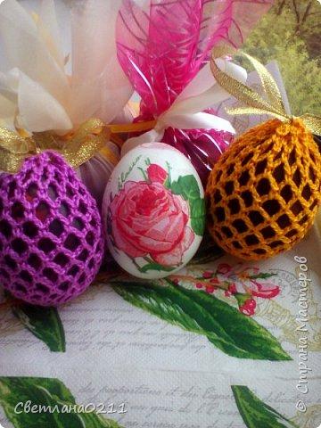 Всех с праздником! Христос воскресе! В этом году украшали яички вязаными мешочками, декупажем и органзой фото 2