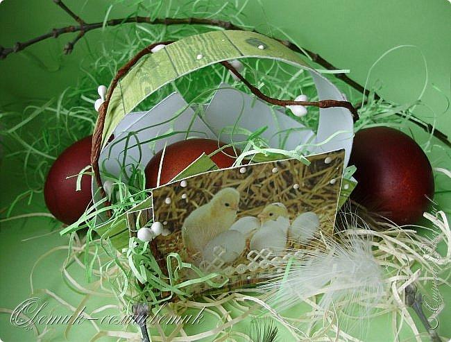 """Христос Воскресе! Эта неделя называется """"Светлая Пасхальная Седмица"""", каждый день недели тоже называется светлым - Светлый Понедельник, Светлый Вторник и т. д., а последний день - Светлая Суббота. В эти дни православные красят яйца и дарят друг другу.  Предлагаю подарить яйцо вот в такой простой бумажной корзиночке. фото 5"""