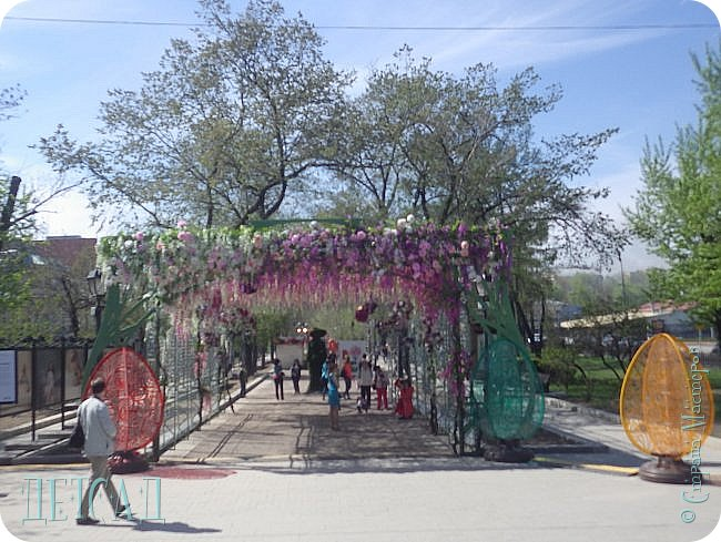 С 22 апреля в Москве открылся большой фестиваль «Московская весна», который продлится аж до самого 9 мая, совместив в себе и Пасху, и день Победы. фото 15