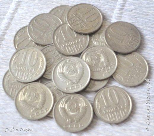 Доброго времени суток всем жителям СМ. Я сегодня с сосной, да не простой, а денежной! Подобную сосну я уже делала, только в золотистом цвете, захотелось серебра да ещё и денежек.Большую помощь оказал МК Тамары Александровны    http://stranamasterov.ru/node/743994    .Тамара Александровна, спасибо. А сама сосна по МК http://stranamasterov.ru/node/286070?c=favorite.   Что получилось - судить Вам. Обычную сосну найдете в сухом лесу и на болоте. Почти везде растёт сосна Непривередлива она!      Ю.Насимович фото 6