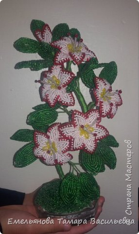Фантазийный цветок из бисера фото 3
