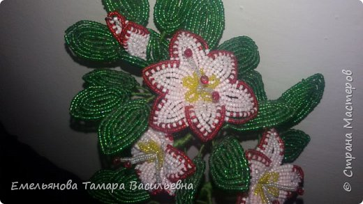 Фантазийный цветок из бисера фото 5