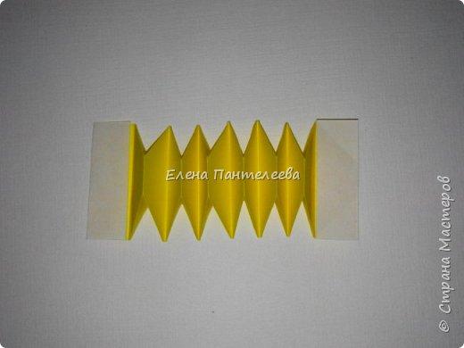 Предлагаю сделать аппликацию из фигурок оригами, гармонистов, с элементами рисования. фото 67