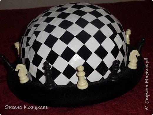 Здравствуйте,хочу поделится превращением обычной шляпки в шляпку шахматной королевы фото 1