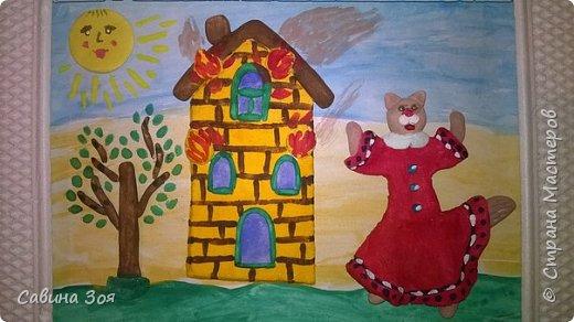 Картина создавалась для школьного конкурса. Уголок рамы сверху ребёнок сломал в портфеле, когда нёс поделку в школу. фото 7
