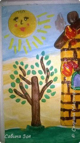 Картина создавалась для школьного конкурса. Уголок рамы сверху ребёнок сломал в портфеле, когда нёс поделку в школу. фото 4