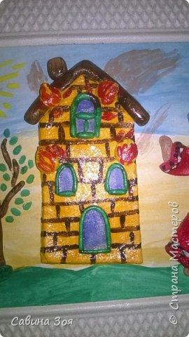 Картина создавалась для школьного конкурса. Уголок рамы сверху ребёнок сломал в портфеле, когда нёс поделку в школу. фото 3
