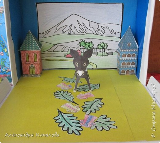 На праздник Пасхи в нашем Доме молитвы решили провести выставку детских поделок на Библейскую тему.  Старшие дочки сделали ослика, домики и задний фон. фото 1