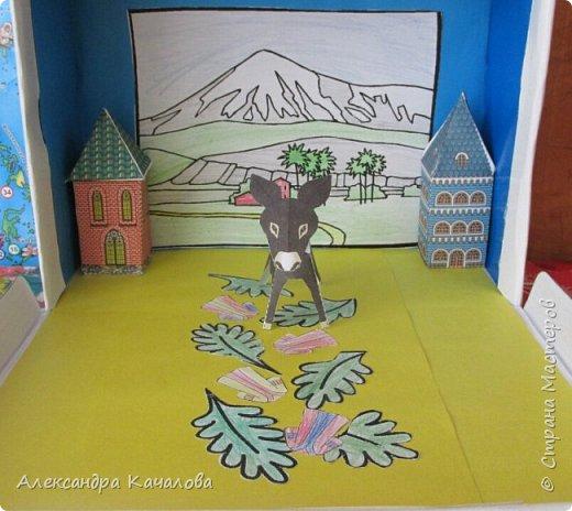 На праздник Пасхи в нашем Доме молитвы решили провести выставку детских поделок на Библейскую тему.  Старшие дочки сделали ослика, домики и задний фон. фото 11