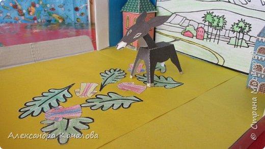 На праздник Пасхи в нашем Доме молитвы решили провести выставку детских поделок на Библейскую тему.  Старшие дочки сделали ослика, домики и задний фон. фото 4