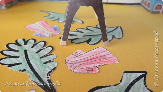 На праздник Пасхи в нашем Доме молитвы решили провести выставку детских поделок на Библейскую тему.  Старшие дочки сделали ослика, домики и задний фон. фото 6