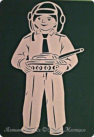 Играют дети всей земли в войну, Но разве о войне мечтают дети? Пусть только смех взрывает тишину На радостной безоблачной планете! Над вьюгами и стужами седыми Вновь торжествует юная весна И как огонь с водой Несовместимы, Несовместимы Дети и война!  (Михаил Садовский) фото 5